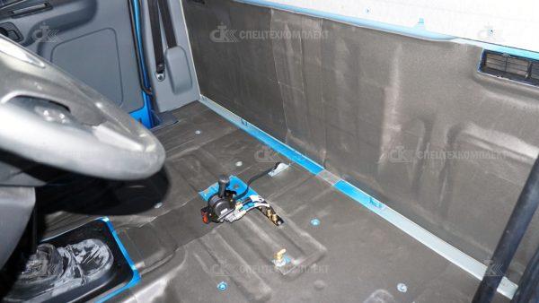Утепление кабины Урал материалом Изолонтейпом 4 мм