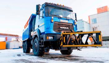 Автомобиль уборочный универсальный (КДМ) на базе самосвала Урал 55571-3521-16